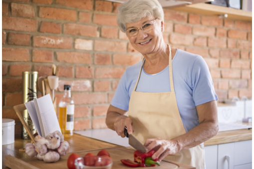 5-tips-how-to-keep-seniors-safe-in-the-kitchen